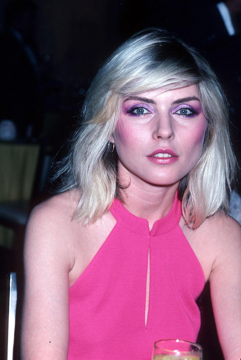Debbie Harry fra Blondie med blush i 1981