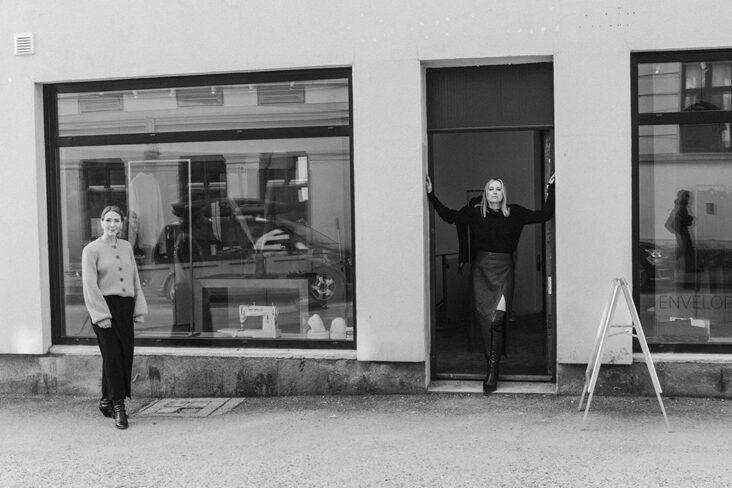 Celine Aagaard og Pia Nordskaug står bak det norske motemerket Envelope1976