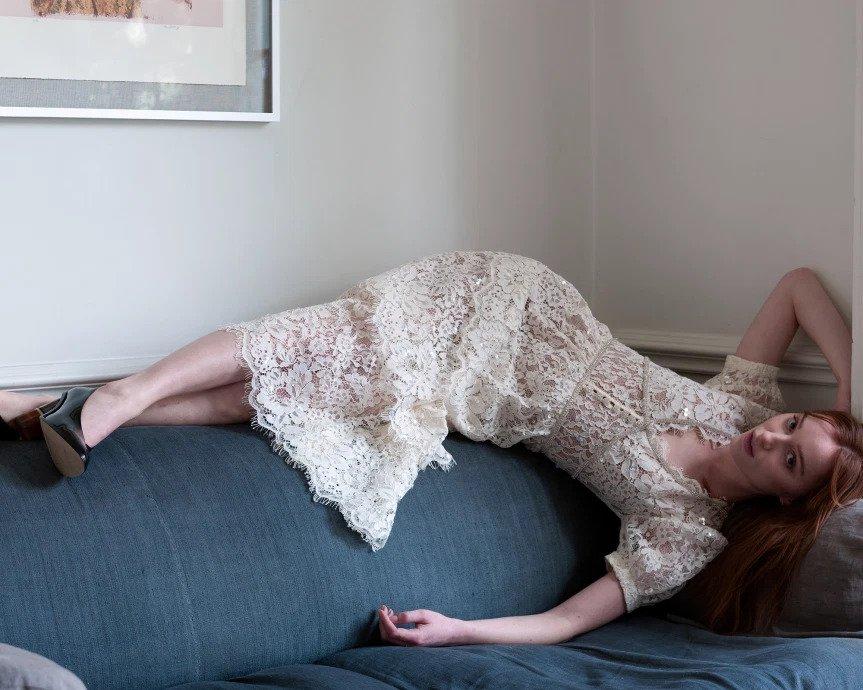 Phoebe Dynevor som spiller Daphne Bridgerton i Netflix-serien blir modell