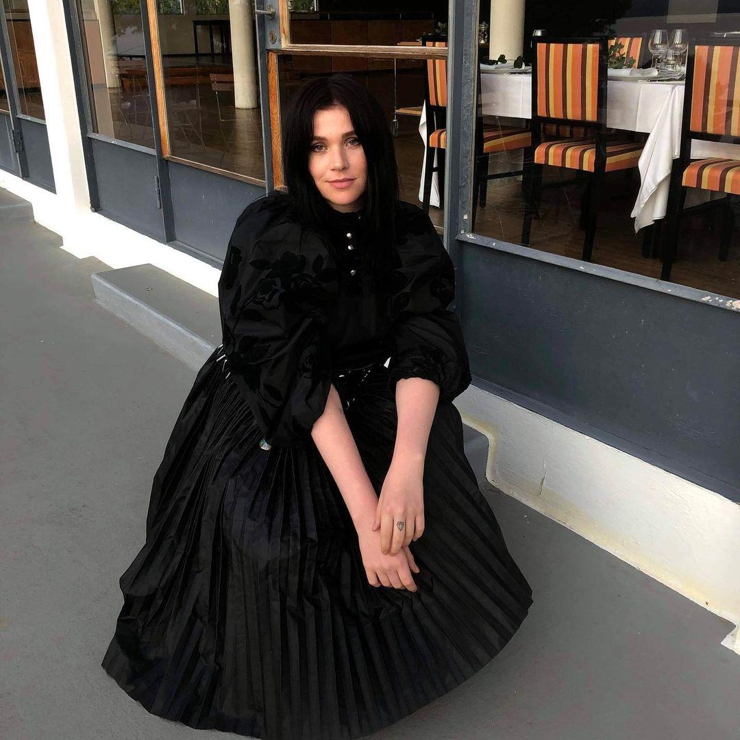 Moteskribent og -kritiker Madeleine Holth uttaler seg om Simone Rocha x H&M kolleksjonen