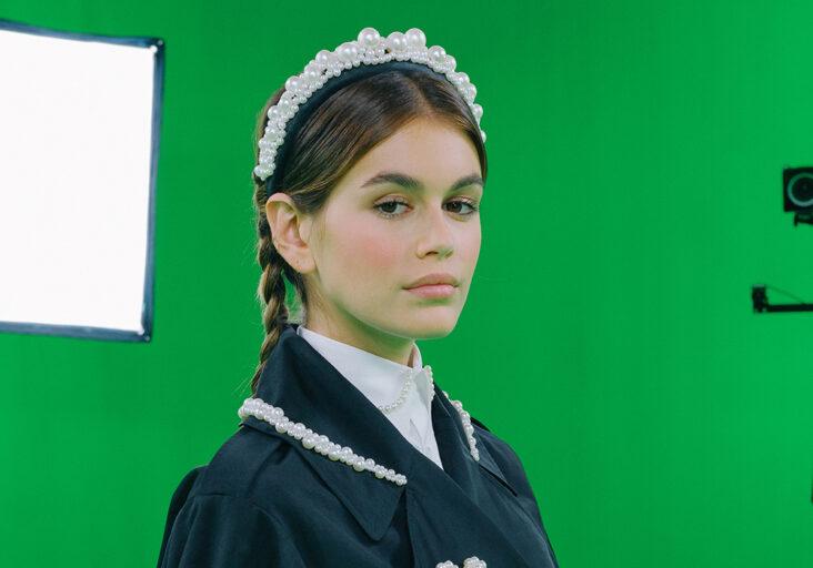 Kaia Gerber er en av modellene under presentasjonen av Simone Rocha x H&M-samarbeidet