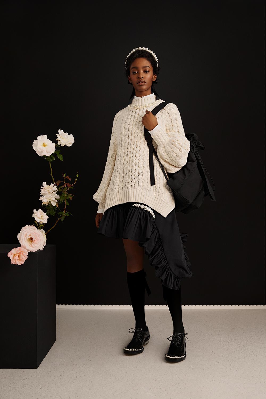 Simone Rocha x H&M kolleksjonen slippes i butikk torsdag denne uken.