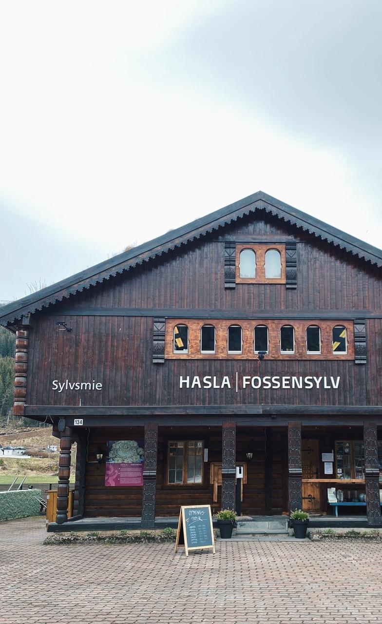 Fossensylv lager bunadssølv i Setesdal