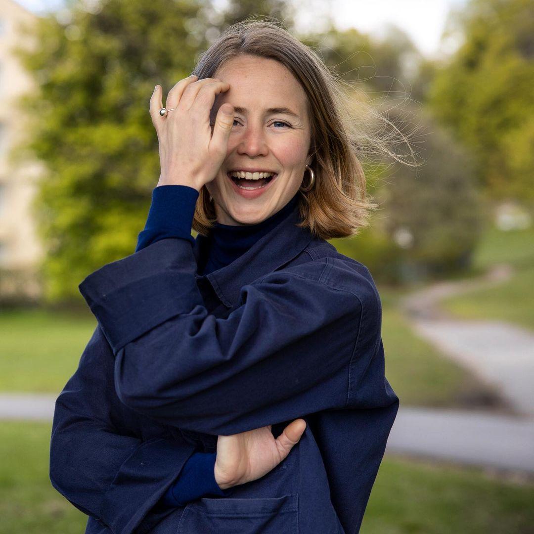 Anja Bakken Riise sier gjenbruk av klærne våre er viktig.