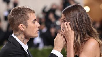 Hailey Bieber måtte kjempe for å holde tårene tilbake under Met gala