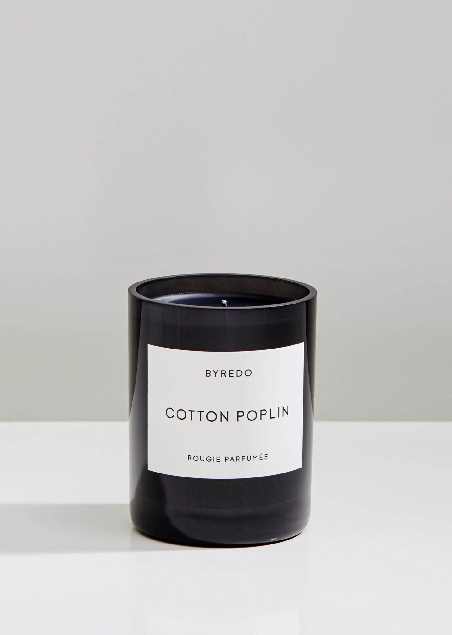 Et duftlys som skal minne om lukten av nyvasket lin fra Byredo.