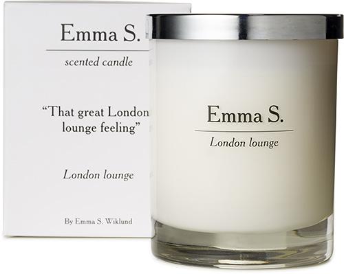 Et duftlys med lukt av blant annet sandeltre fra Emma S.
